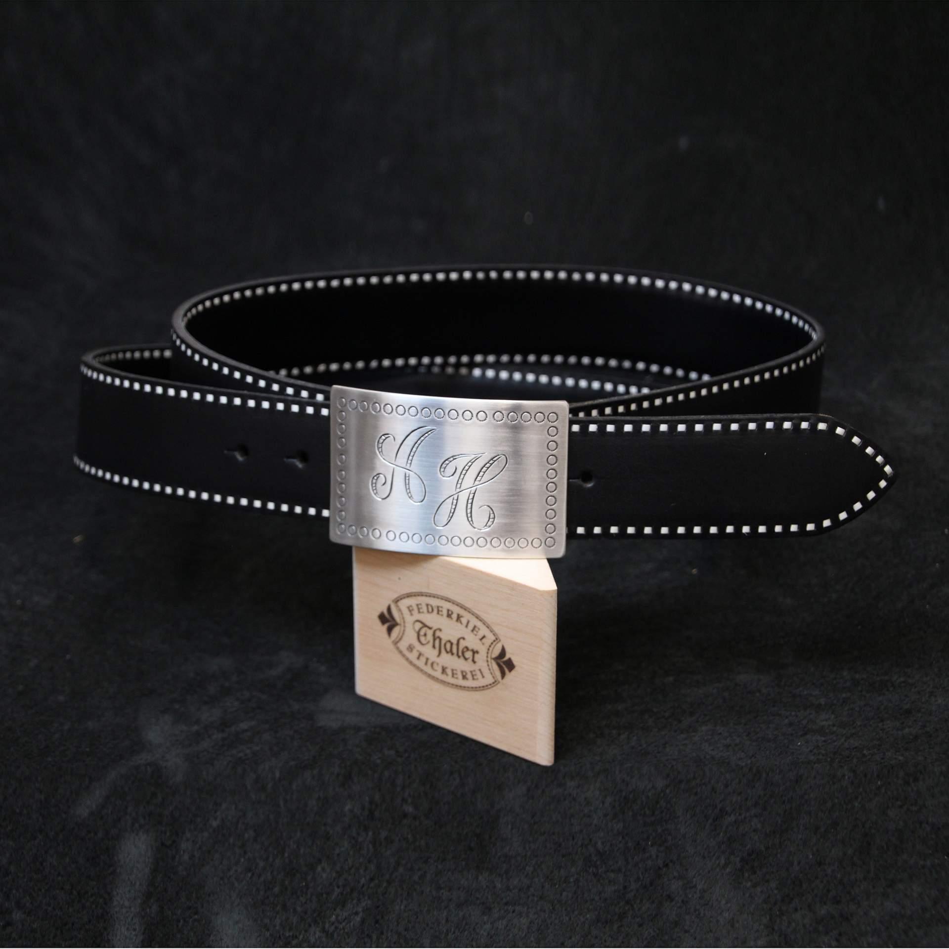 Federkiel-Gürtel 16 mit handgravierter Silberschließe eckig