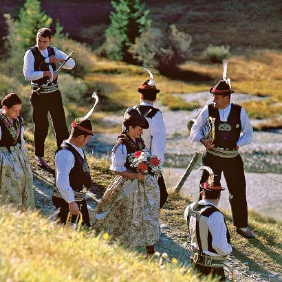 Federkielstickerei Südtirol